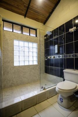 GeoBienes - Casa en venta en urbanización Puerto Azul, Vía a la Costa - Plusvalia Guayaquil Casas de venta y alquiler Inmobiliaria Ecuador