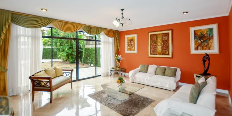 GeoBienes - Casa en venta en urbanización Río Grande sector Samborondón - Plusvalia Guayaquil Casas de venta y alquiler Inmobiliaria Ecuador