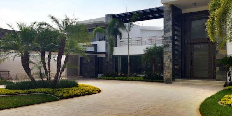 Los lagos samborond n casa en venta geobienes for Casas con piscina guayaquil