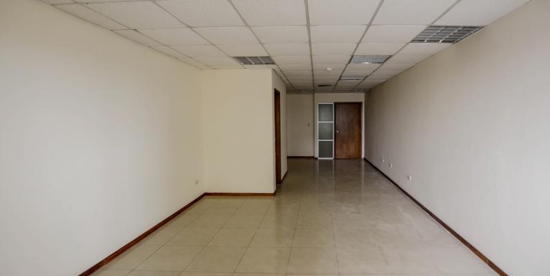 GeoBienes - Oficina en alquiler en Edificio Trade Building sector norte de Guayaquil - Plusvalia Guayaquil Casas de venta y alquiler Inmobiliaria Ecuador