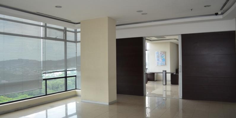 GeoBienes - Oficina en alquiler en Edificio World Trade Center sector Norte - Plusvalia Guayaquil Casas de venta y alquiler Inmobiliaria Ecuador