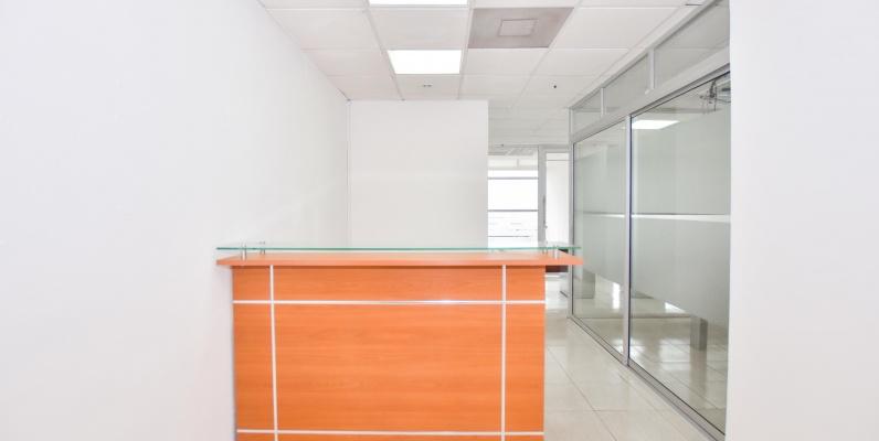 GeoBienes - Oficina en alquiler ubicada en el World Trade Center - Plusvalia Guayaquil Casas de venta y alquiler Inmobiliaria Ecuador