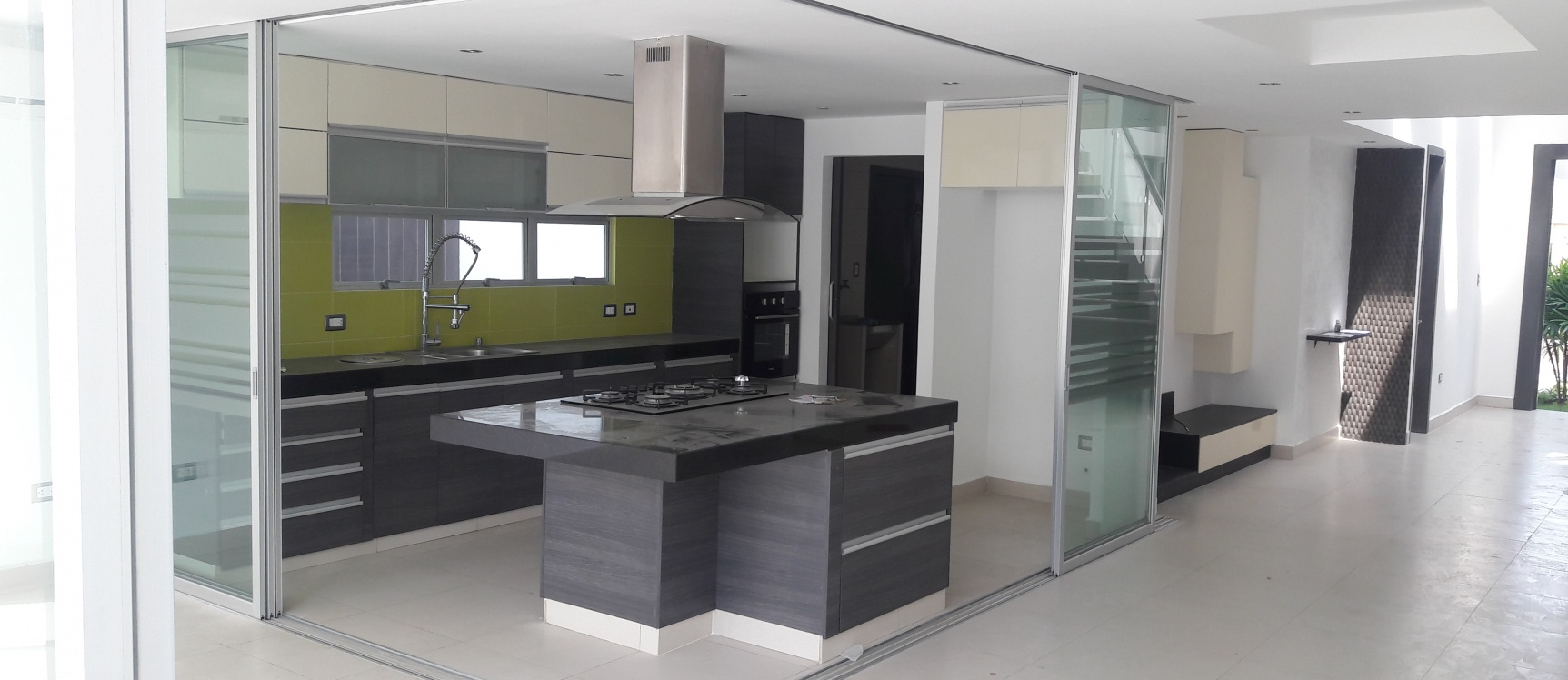 Alquilo casa en urb terrasol samborondon geobienes for Casa minimalista guayaquil