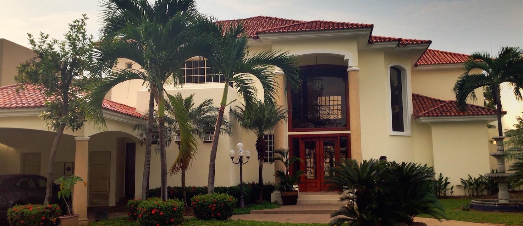 Casa de venta en samborond n urbanizaci n lago sol de for Casas con piscina guayaquil