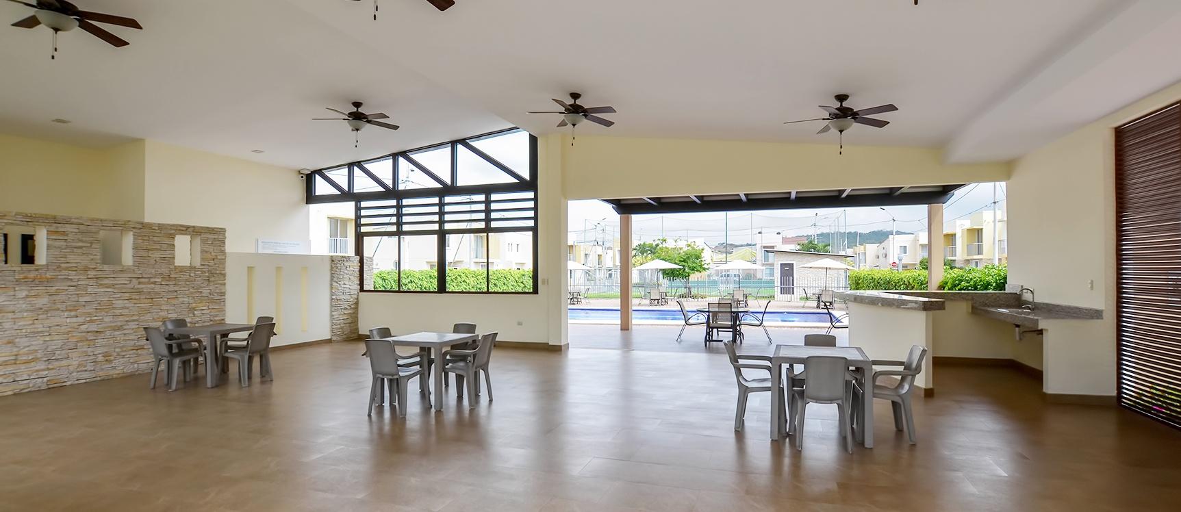 GeoBienes - Casa en alquiler en urbanización Arboletta sector Vía a Daule - Plusvalia Guayaquil Casas de venta y alquiler Inmobiliaria Ecuador