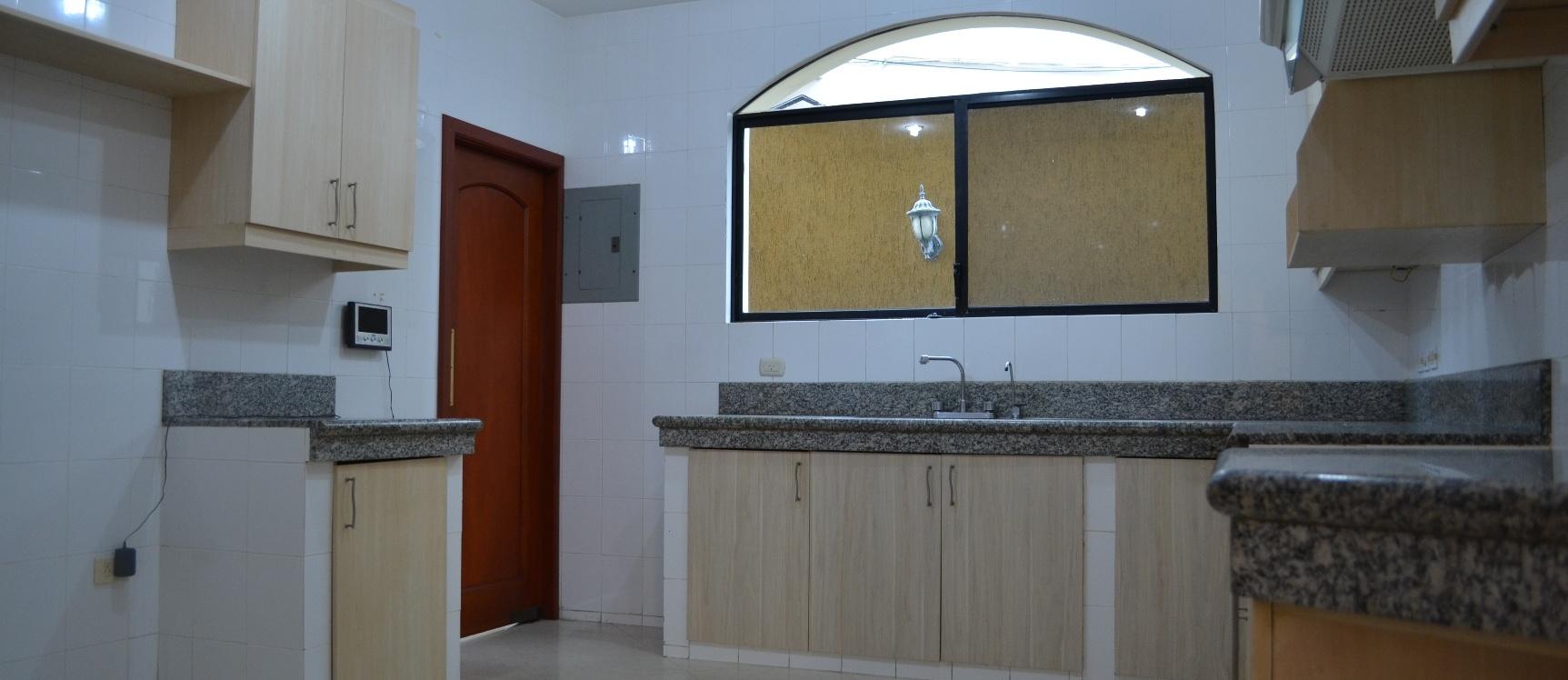 GeoBienes - Casa en alquiler en urbanización Puerto Azul Via a la costa    - Plusvalia Guayaquil Casas de venta y alquiler Inmobiliaria Ecuador