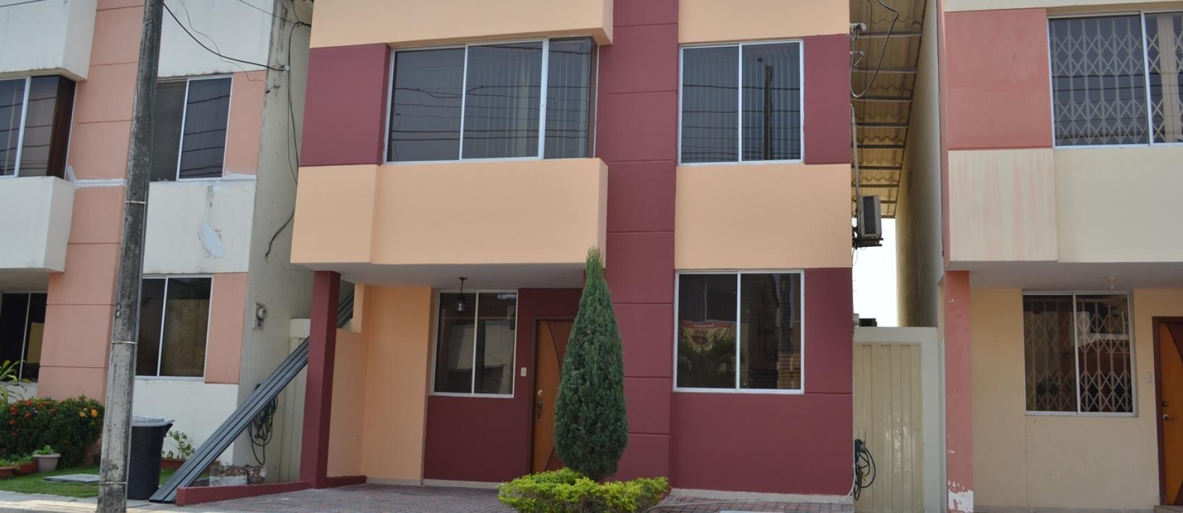 GeoBienes - Casa en Alquiler urbanización Cataluña vía Salitre - Samborondon - Plusvalia Guayaquil Casas de venta y alquiler Inmobiliaria Ecuador