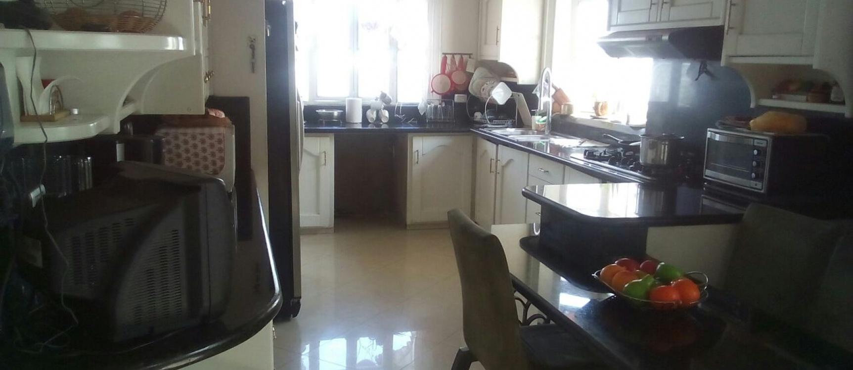 GeoBienes - Casa en Venta de Oportunidad en Lomas de Urdesa Guayaquil Ecuador - Plusvalia Guayaquil Casas de venta y alquiler Inmobiliaria Ecuador