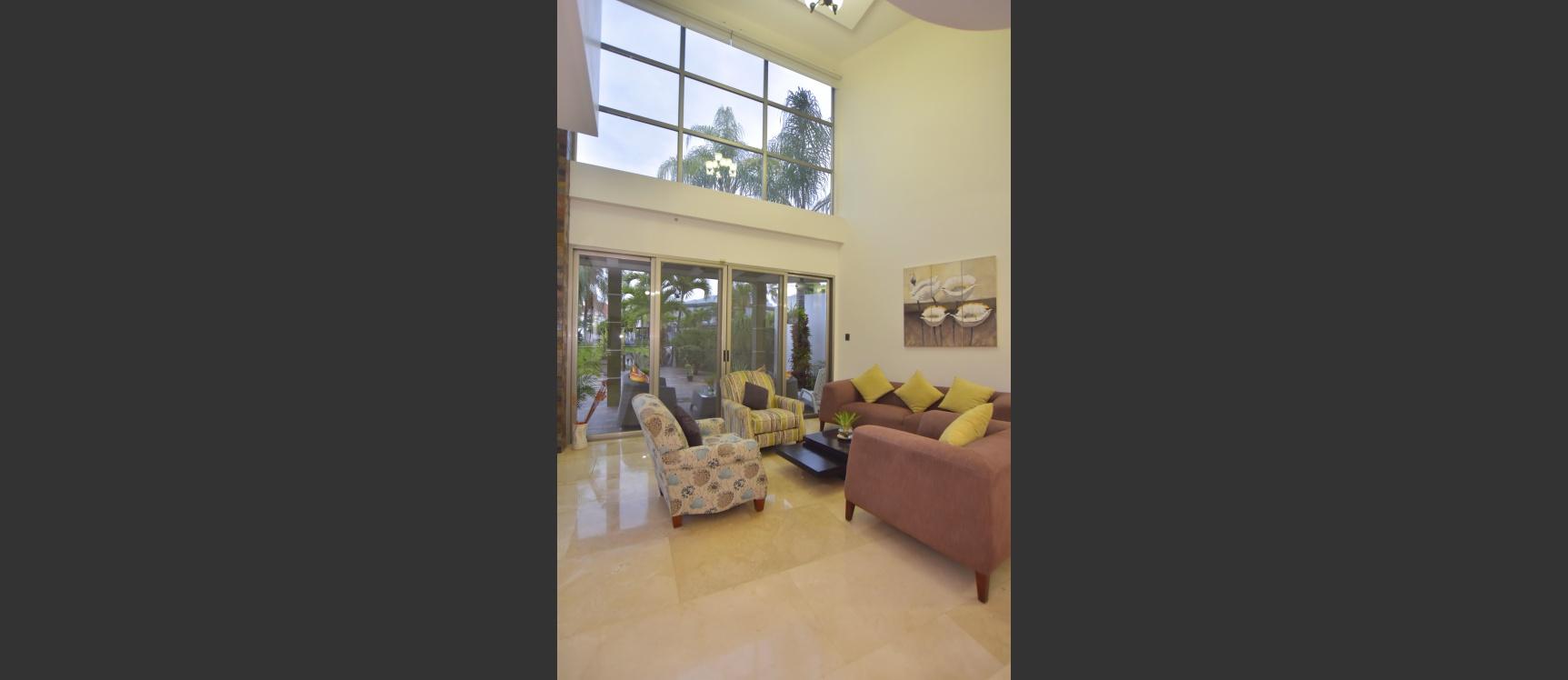 GeoBienes - Casa en venta en urbanización Laguna del Sol, Samborondón - Plusvalia Guayaquil Casas de venta y alquiler Inmobiliaria Ecuador