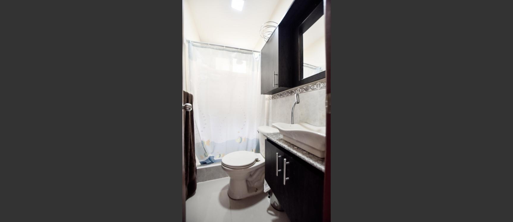 GeoBienes - Casa en venta ubicada en Villa Club Doral, Av. Leon Febres Cordero - Plusvalia Guayaquil Casas de venta y alquiler Inmobiliaria Ecuador