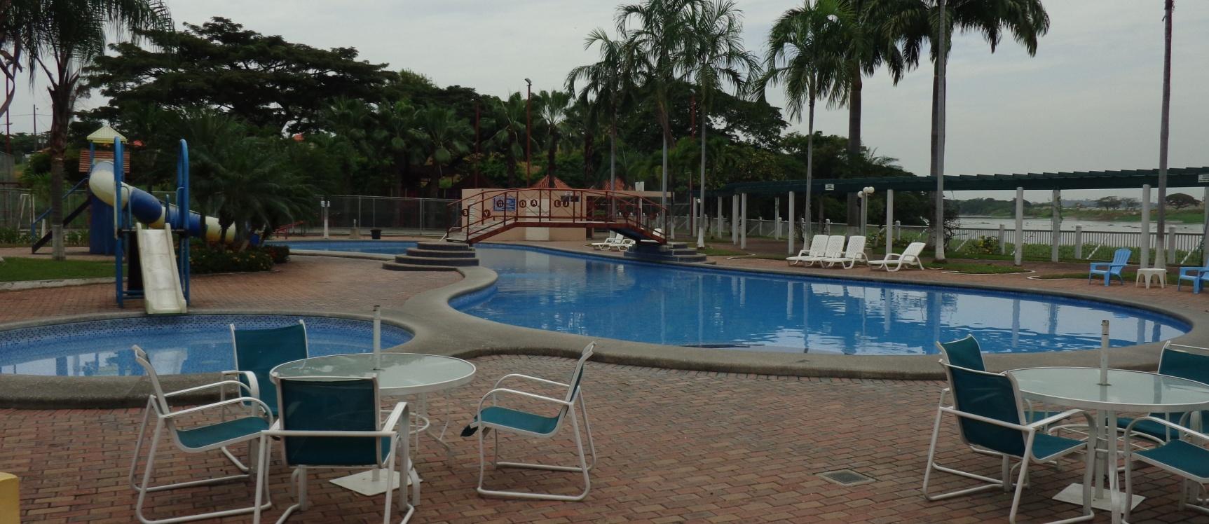 Casa moderna en venta urb volare samborond n guayaquil for Casas con piscina guayaquil