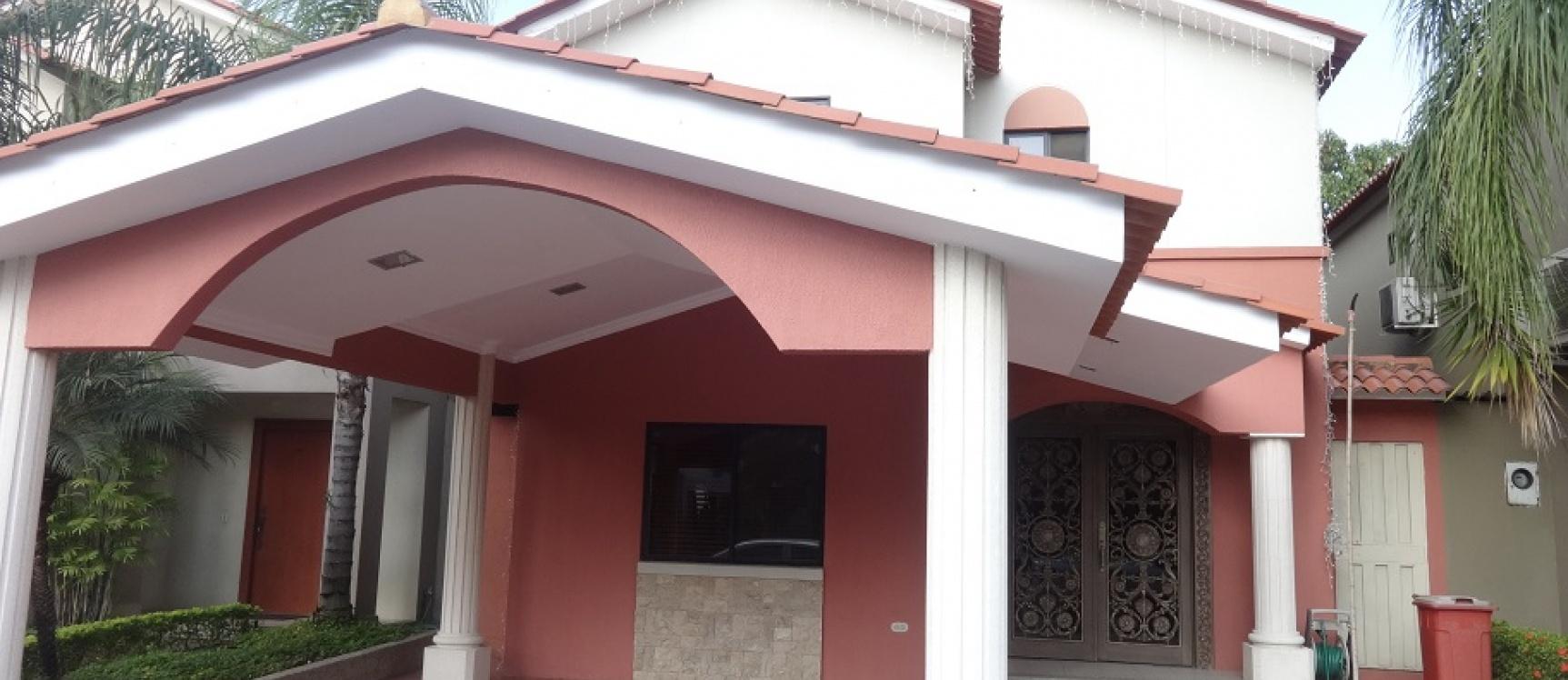 Ciudad celeste en venta casa amoblada y decorada en for Casas con piscina guayaquil