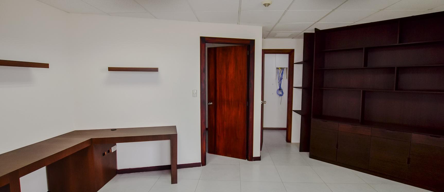 GeoBienes - Oficina en alquiler en edificio The Point sector centro de Guayaquil - Plusvalia Guayaquil Casas de venta y alquiler Inmobiliaria Ecuador