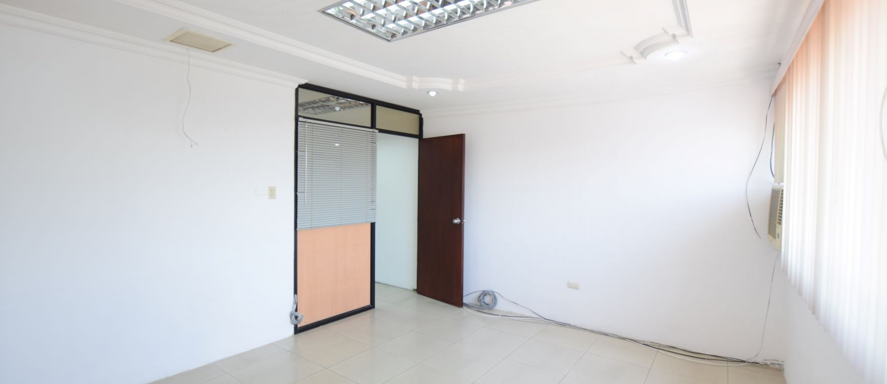 GeoBienes - Oficina en alquiler en el Centro Comercial Las Vitrinas, Norte de Guayaquil - Plusvalia Guayaquil Casas de venta y alquiler Inmobiliaria Ecuador
