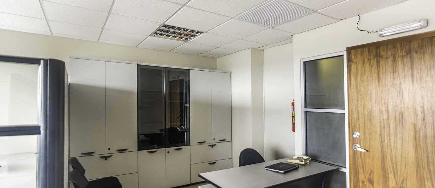 GeoBienes - Oficina en Alquiler en Trade Building, Norte de Guayaquil - Plusvalia Guayaquil Casas de venta y alquiler Inmobiliaria Ecuador
