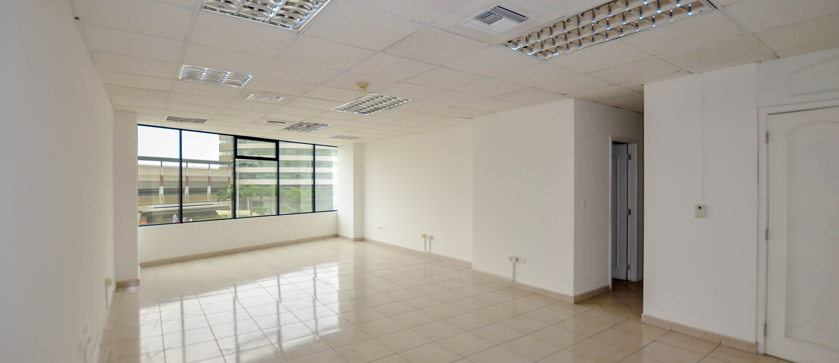 GeoBienes - Oficina en Alquiler Edificio Executive Center Norte de Guayaquil - Plusvalia Guayaquil Casas de venta y alquiler Inmobiliaria Ecuador