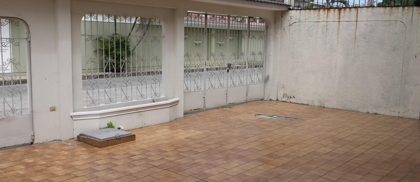 Vendo Casa De Dos Plantas En Los Almendros Guayaquil