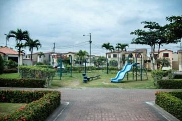 GeoBienes - Casa en alquiler en la Urbanización La Joya, Vía Samborondón - Plusvalia Guayaquil Casas de venta y alquiler Inmobiliaria Ecuador
