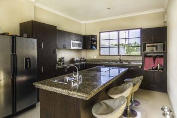 GeoBienes - Casa en venta en Urb. El Cortijo vía a Samborondón - Plusvalia Guayaquil Casas de venta y alquiler Inmobiliaria Ecuador