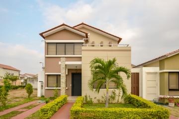 GeoBienes - Casa en venta en Urbanización Ciudad Celeste sector Vía a Samborondón - Plusvalia Guayaquil Casas de venta y alquiler Inmobiliaria Ecuador