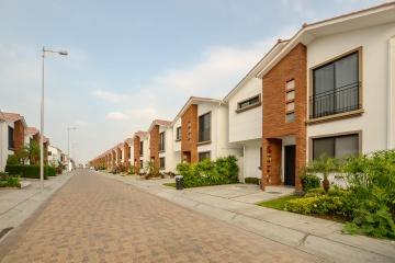 GeoBienes - Casa en venta en urbanización Napoli vía a Samborondón - Plusvalia Guayaquil Casas de venta y alquiler Inmobiliaria Ecuador