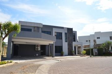 GeoBienes - Casa en Venta en urbanización Portofino Km 11 Vía a la Costa    - Plusvalia Guayaquil Casas de venta y alquiler Inmobiliaria Ecuador