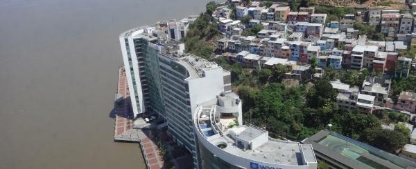 Oficina en alquiler en el piso 30 en The Point, Guayaquil