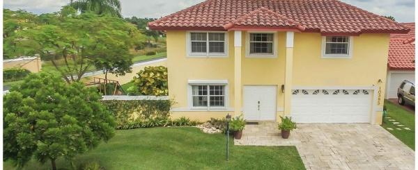 Casa a la Venta en Miami - Doral Dunes