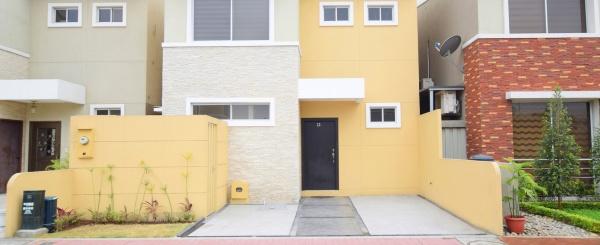 Casa amoblada en alquiler en la Urbanización San Sebastián, Vía Samborondón