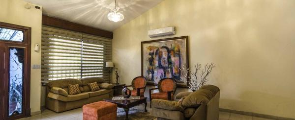 Casa en Alquiler en Urdesa, calle Cedros Norte de Guayaquil