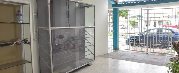 Casa en venta con local comercial. Ciudadela Guayacanes, Guayaquil, Ecuador