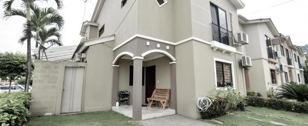 Casa en venta en la Urbanización Plaza Madeira, Samborondón