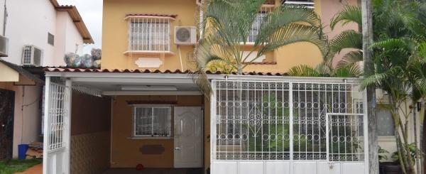 Casa en venta en urbanización Colinas del Sol sector vía Daule