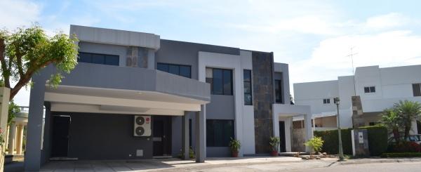 Casa en Venta en urbanización Portofino Km 11 Vía a la Costa