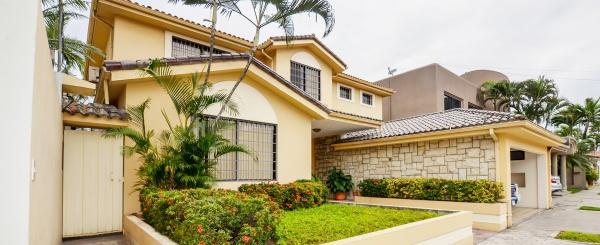 Casa en venta en urbanización Río Grande sector Samborondón