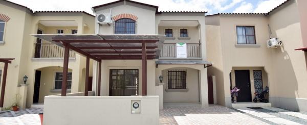Casa en venta Urbanización La Rioja, Vía Daule.