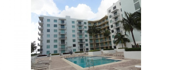 Departamento de venta en Miami, Hollywood Station