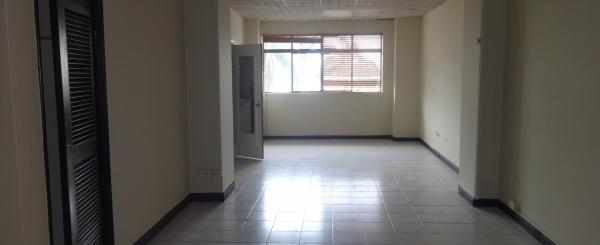 Oficina de alquiler en el centro de Guayaquil, Av. 9 de Octubre