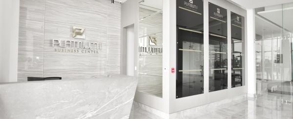 Oficina de estreno en alquiler en Edificio Platinum Business Center I