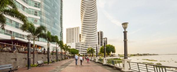 Oficina en alquiler en edificio The Point sector centro de Guayaquil