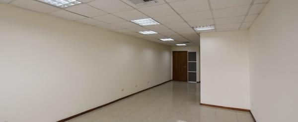 Oficina en alquiler en Edificio Trade Building sector norte de Guayaquil