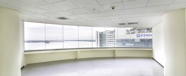Oficina en Venta en Edificio The Point, Puerto Santa Ana, Guayaquil