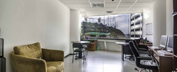 Oficina en venta en The Point centro de Guayaquil
