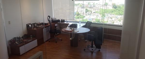 Oficina en venta Edificio The Point Guayaquil