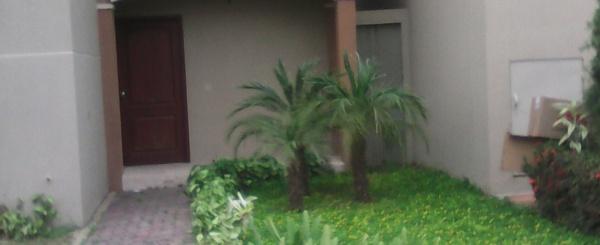 En venta casa en Plaza Madeira. De Estreno