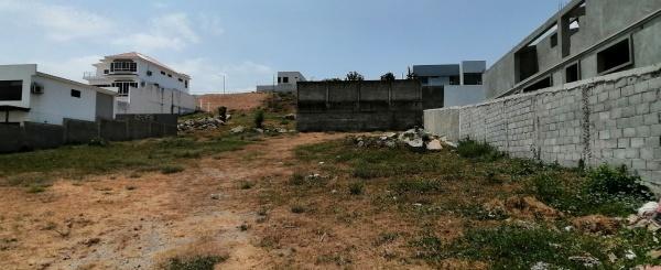 Terreno en venta ubicado en la urbanización El Condado vía a Samborondón - La Aurora