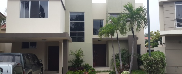 Casa en venta en urbanización Vista Sol Samborondon