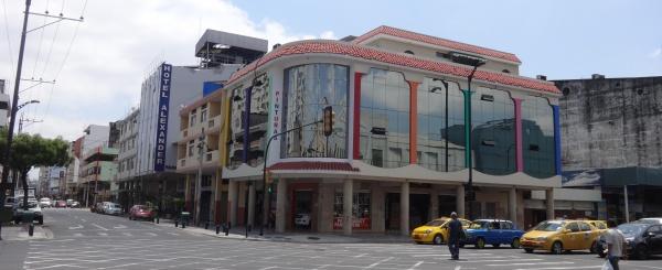 Vendo edificio comercial en el centro de Guayaquil, Av, Quito y calle Luque, Esquinero.
